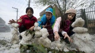 Children tried to make icemen with the frozen water