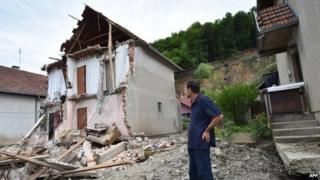 Bosnia and Serbia floods: EU promises fast delivery of aid