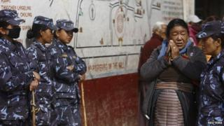 Nepalese policewomen (file)