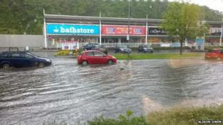 Flash flooding affected roads in Cardiff causing problems for traffic