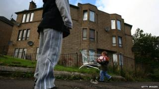 Charity Save the Children warns of record child poverty by 2020