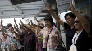 Thailand: Anti-coup protests use 'Hunger Games gesture'