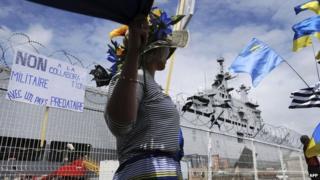 Obama warns France on Russia Mistral ship deal