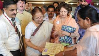Sumitra Mahajan (second from left)