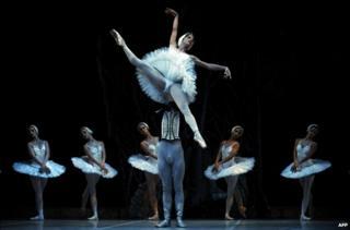 Cuban National Ballet dancers perform Swan Lake in Madrid - 8 September 2009