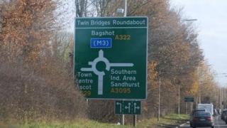 Twin Bridges Roundabout sign, Bracknell
