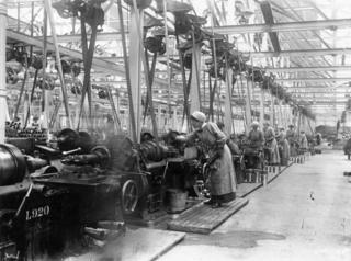 A munitions factory in 1914