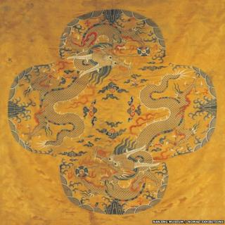 This silk brocade features two Mang dragons. Mang dragons are distinguished by having four-talon claws while imperial dragons have five-talon claws.