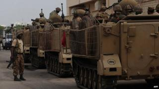 Pakistani troops after attack on Karachi airport. 9 June 2014