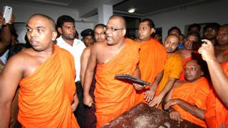 Wataraka Vijitha Thero (right)