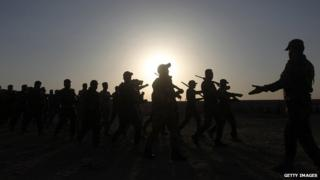 Newly-recruited Iraqi volunteers take part in a training on 19 June 2014