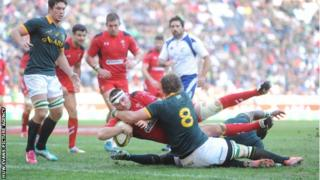 Ken Owens scores Wales' third try