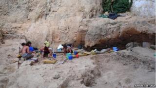 Digging at the El Salt site