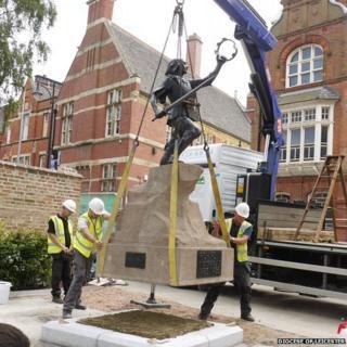 Richard III statue move