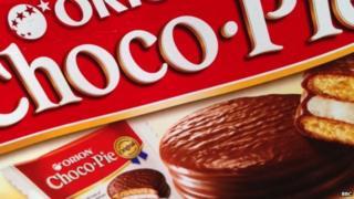 A box of six Choco Pie snacks