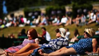 Tennis fans sunbathing