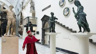 The Wolsey Angels at the V&A