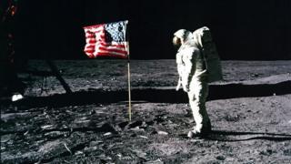 Buzz Aldrin yn sefyll ar y lleuad, 20 Gorffennaf 1969