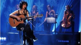 Katie Melua singing with guitar