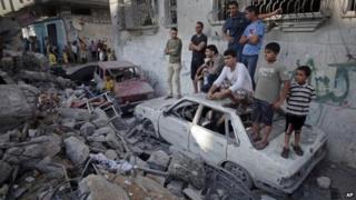 Gaza crisis: Death toll from Israeli strikes 'hits 100'