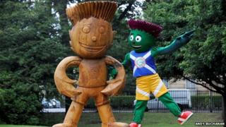 Clyde with wooden sculpture