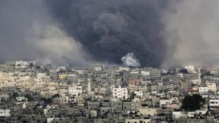 Smoke rises from explosions caused by an Israeli missile strike in the Shejaiya neighbourhood in Gaza City, northern Gaza Strip, 20 July 2014