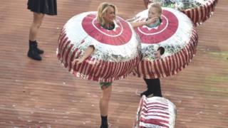 dancing tunnock's teacake