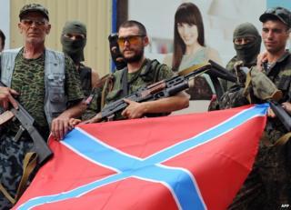 Separatist troops in Donetsk with Novorossiya flag