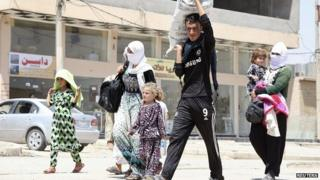 Displaced Yazidis from Sinjar arrive at Dohuk province. 4 Aug 2014