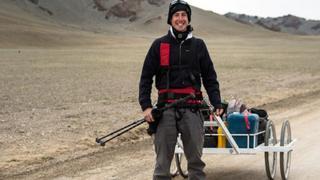 Ash Dykes yn croesi Mongolia