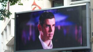 Big screen Bale