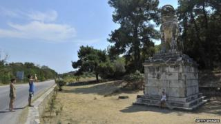 Greek tomb at Amphipolis is 'important discovery'