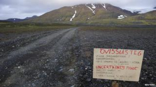 Warning sign on the road to the Bardarbunga volcano (20 August)