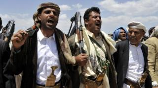 Tribesmen loyal to Houthi rebels attend an anti-government gathering in the northern outskirts of Sanaa (2 September 2014)