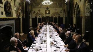 Arweinwyr gwledydd y byd, gan gynnwys Barack Obama a David Cameron, yng Nghastell Caerdydd nos Iau