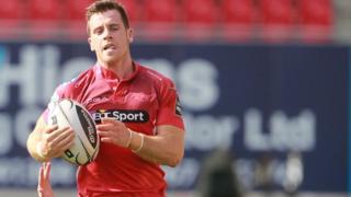 Gareth Davies on his way to the line