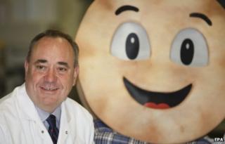Alex Salmond next to a giant Killie Pie