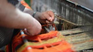 Weaving Harris Tweed