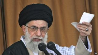 Ayatollah Ali Khamenei giving a speech in 2006