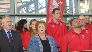 Team captain Aled Sion Davies joins First Minister Carwyn Jones and Dame Rosemary Butler, presiding officer, for the homecoming celebration