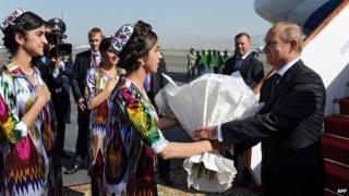 Russian President Vladimir Putin welcomed by Tajik women on his arrival in Dushanbe airport. 11 Sept 2014