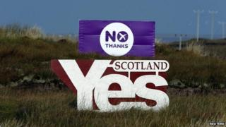 """""""Yes"""" and """"No"""" campaign banners"""