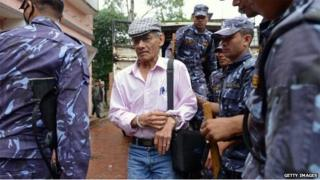 File pic of French serial killer Charles Sobhraj (C) at district court hearing