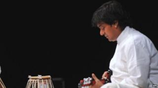 Mandolin Srinivas at a performance in 2013