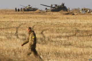 Ukrainian forces man tanks and APCs near Debaltseve in Donetsk region (21 Sept)