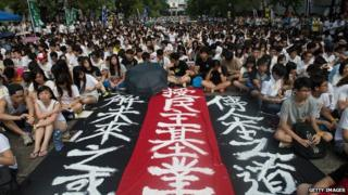 Thousands of students are protesting against Beijing's Hong Kong policies