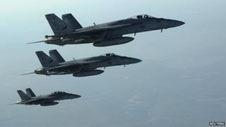 Three US F-18E Super Hornet planes