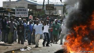Kiberia residents riot over Kenyan election result in December 2007