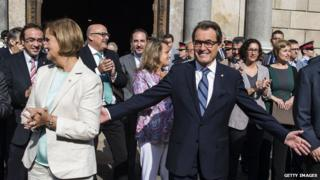 President of Catalonia Artur Mas with supporters, 27 Sep 14