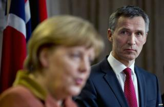 Norwegian Prime Minister Jens Stoltenberg (R) with German Chancellor Angela Merkel in Oslo, 20 February 2013